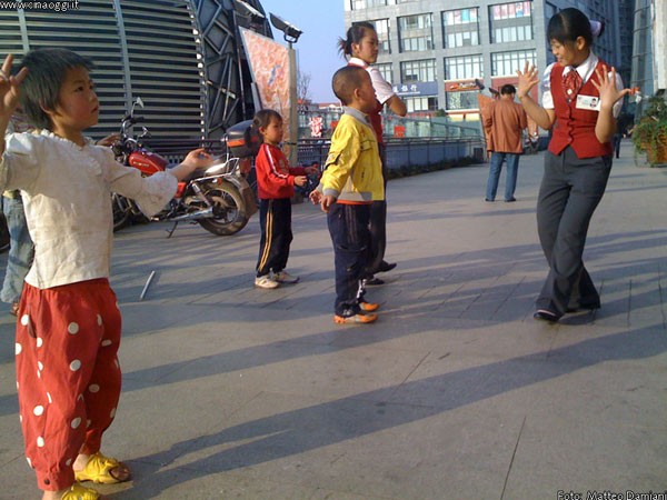 Chinese kids dancing
