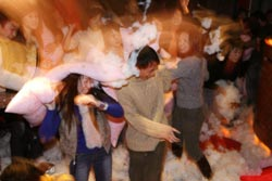 pillow fight a shanghai