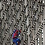 Spiderman sull'edificio più alto della Cina