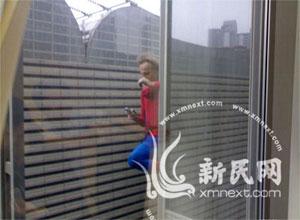 Scalare un grattacielo a mani nude