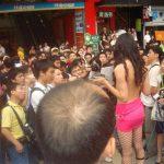 Ragazza cinese nuda esige scuse!