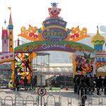"Carnival theme park vicino al ""Bird's Nest"""