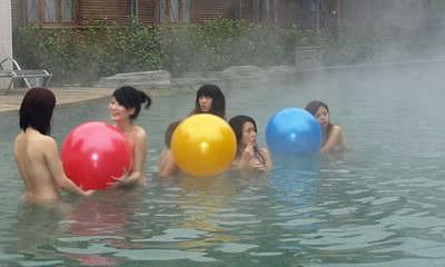 modelle cinesi nude alle terme