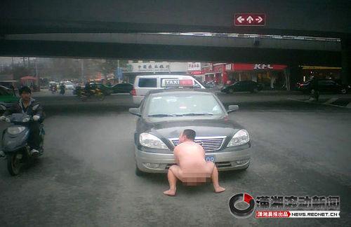 sollevare un taxi