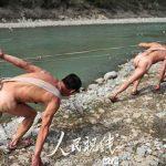 Il ritorno dei rimorchiatori umani nudi
