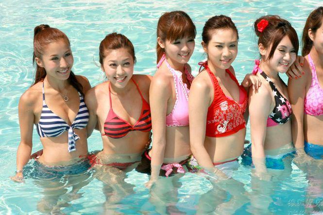 modelle cinesi in bikini