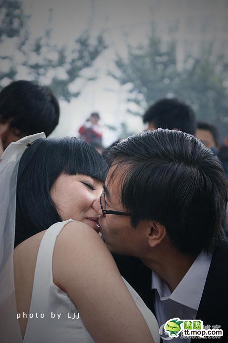 010Beijing-kiss-contest