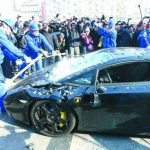 Come distruggere una Lamborghini a martellate