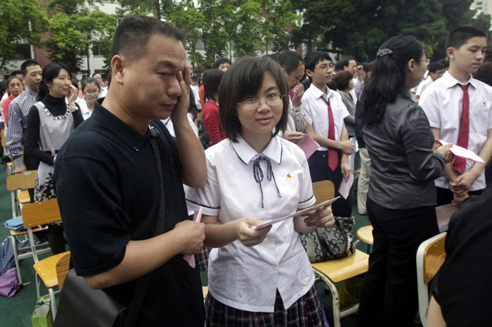 guangzhou-knee-003---Studenti cinesi in ginocchio