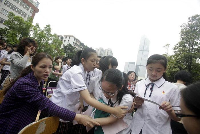 guangzhou-knee-004---Studenti cinesi in ginocchio