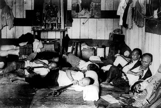 chinese-workers-opium-01
