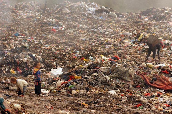 vivere tra i rifiuti