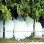 Inquinamento: una montagna di schiuma appare nel Guangdong