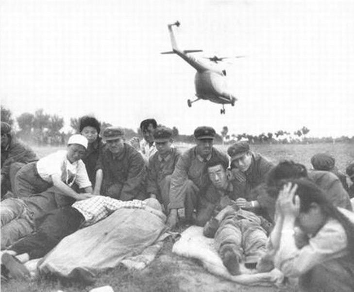 I sopravvissuti vengono salvati e trasferiti in luoghi sicuri.