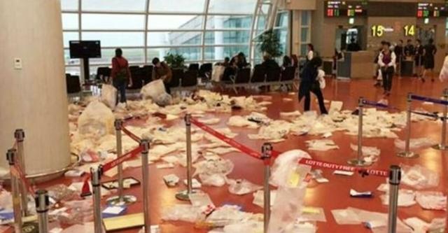 turisti cinesi all'aeroporto di Jeju