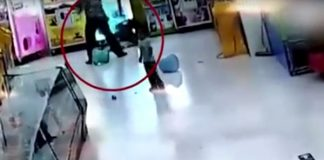 bambina-cinese-picchiata