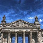 Turisti cinesi arrestati per avere fatto il saluto romano davanti al Reichstag