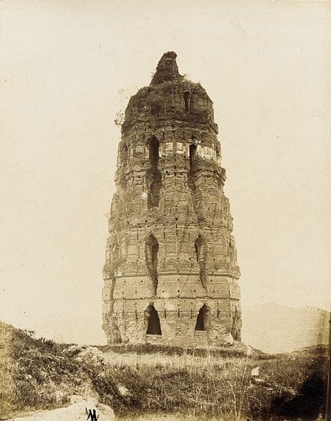 Pagoda fatiscente in mattoni della Dinastia Sung