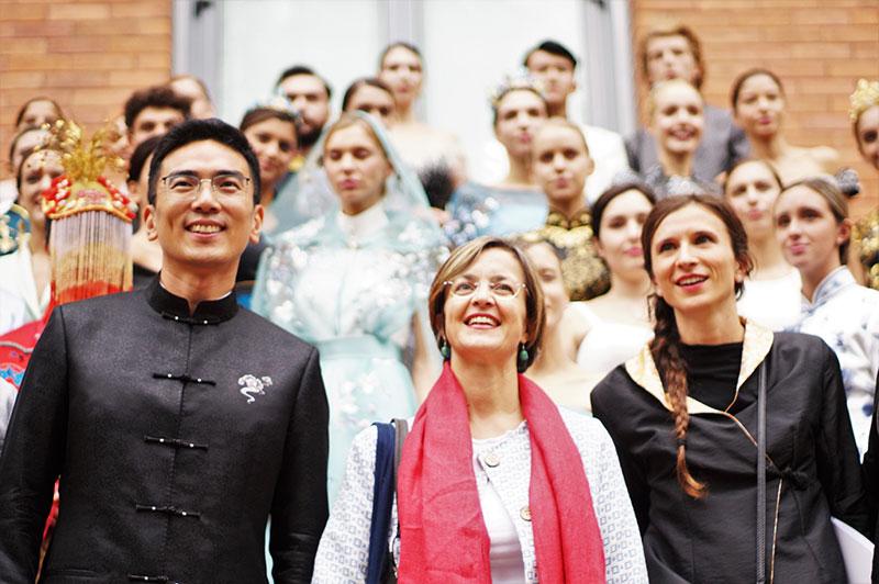 Wu Xiaoyue ed Elisa Giunipero (al centro), entrambi Direttore dell'Istituto Confucio dell'Università Cattolica del Sacro Cuore