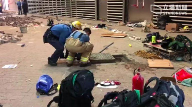 Alcuni studenti del PolyU ad Hong Kong hanno cercato di fuggire dalle fogne