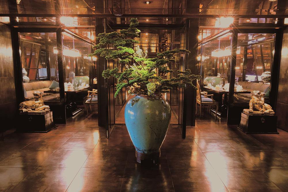 Il ristorante cantonese Le Palais 頤 宮 si trova nello storico quartiere Datong di Taipei.