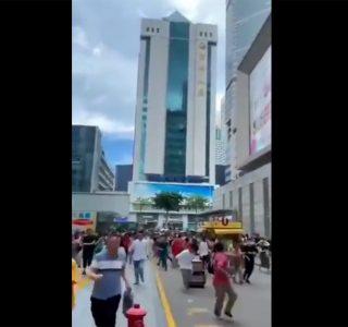 Ispezione al SEG Plaza a Shenzhen dopo le oscillazioni di ieri